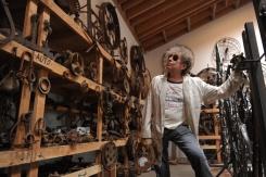 Bob Dylan in his studio (source:Gizmodo)