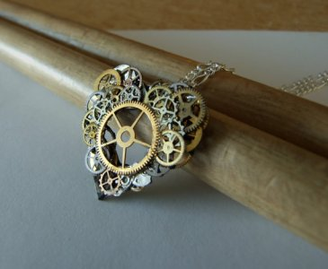 FantasyDesigns1 Via Etsy, steampunk heart